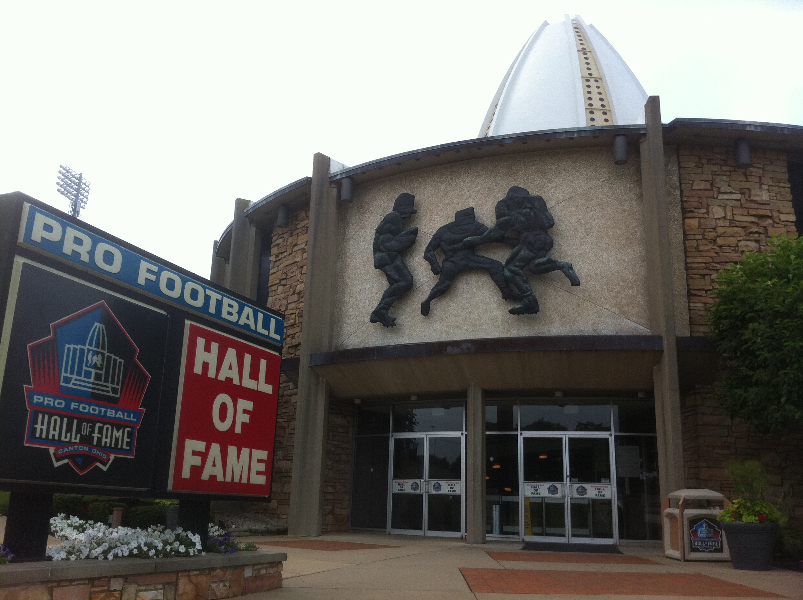u2 360 tour across america days 55 57 milwaukee football hall of fame and home to rest on. Black Bedroom Furniture Sets. Home Design Ideas