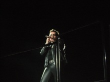83-bono-looking-at-me