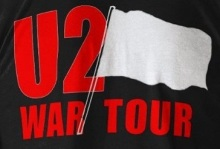 war-tour-red-rocks